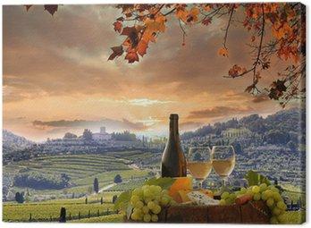 Obraz na Płótnie Białe wino z winnicy, w Barell Chianti, Toskania, Włochy
