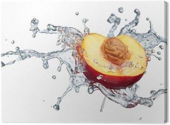 Brzoskwinia w strumienia wody.