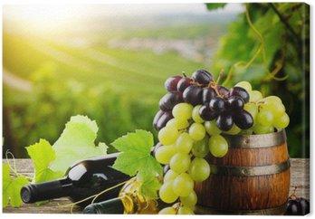 Obraz na Płótnie Butelki czerwonego i białego wina ze świeżych winogron