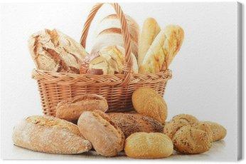 Obraz na Płótnie Chleb i bułki w wiklinowym koszu na białym