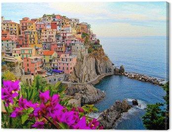 Cinque Terre wybrzeża Włoch z kwiatami
