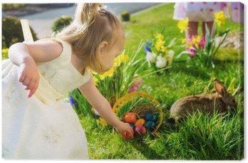 Dzieci na Easter Egg Hunt z bunny