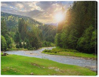 Obraz na Płótnie Kemping miejsce w pobliżu górskiej rzeki o zachodzie słońca