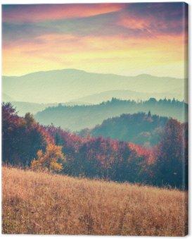 Kolorowa jesień świt w Karpatach