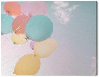 Obraz na Płótnie Kolorowe balony w letnich wakacji. Pastel filtr kolorów