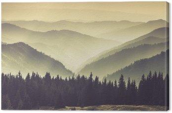 Krajobraz Misty Mountain wzgórza.