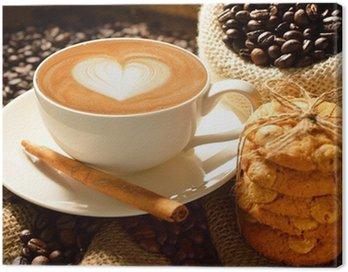 Obraz na Płótnie Kubek cafe latte z ziaren kawy i ciasteczka