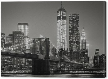 Nowy Jork nocą. Brooklyn Bridge, Lower Manhattan - czarny