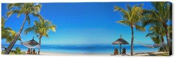 Obraz na Płótnie Panorama tropikalnych plaża z krzesła i parasole