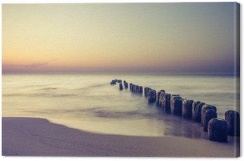 Obraz na Płótnie Piękny kolorowy wschód słońca nad Bałtykiem