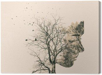 Obraz na Płótnie Podwójny portret narażenia młodej kobiety i jesiennych drzew.