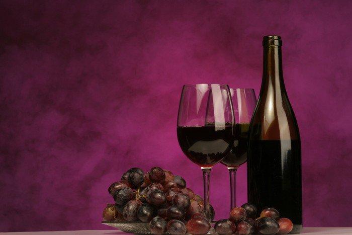 Obraz na Płótnie Poziomej butelki wina z okularami i winogron - Tematy