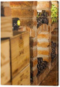 Obraz na Płótnie Pudełka do wina i butelki wina w piwnicy