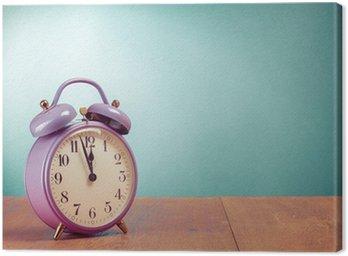 Obraz na Płótnie Retro fioletowy budzik na recepcja zielonym tle mi?