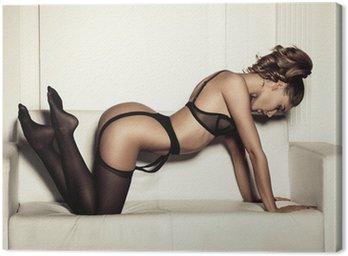 Obraz na Płótnie Sexy kobieta w czarnej bielizny uwodzicielski siedzi na kanapie w STO