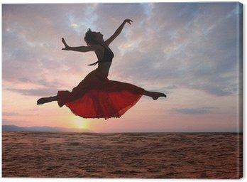Obraz na Płótnie Skoki kobieta o zachodzie słońca
