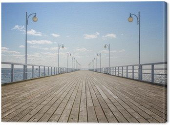 Obraz na Płótnie Stare drewniane molo na pusty brzeg morza z miejsca na kopię