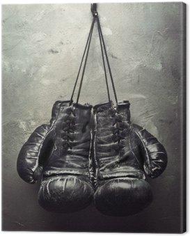 Obraz na Płótnie Stare rękawice bokserskie powiesić na gwoździu