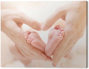 Obraz na Płótnie Stopy malutkich noworodków na kobiecie ręce Zbliżenie kształcie serca