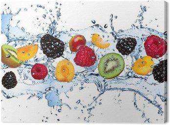 Obraz na Płótnie Świeże owoce w plusk wody, na białym tle