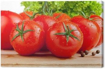Obraz na Płótnie Świeże pomidory, ziele angielskie mokre i sałaty na pokładzie cięcia drewna