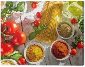 Obraz na Płótnie Świeże warzywa i przyprawy w kuchni włoskiej