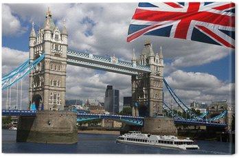 Obraz na Płótnie Tower Bridge z łodzi i flagi Anglii w Londynie