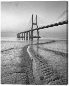 Vasco da Gama most w czerni i bieli, Sunrise Lizbonie
