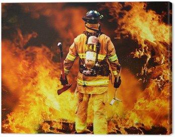 Obraz na Płótnie W do ognia, strażak szuka ewentualnych ocalałych