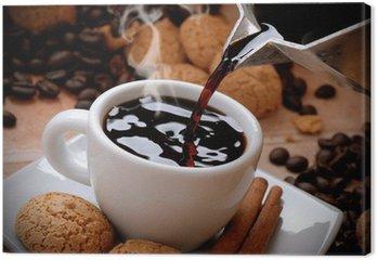 Obraz na Płótnie Wlać gorącą kawę w białym kubku