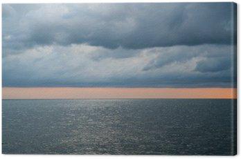 Obraz na Płótnie Zachmurzenie burzliwe dramatyczne niebo nad morzem
