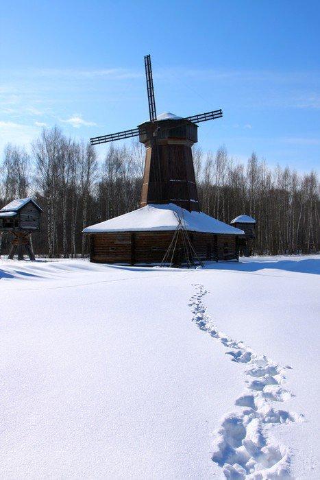 Obraz na Płótnie Zimowy krajobraz z wiatrakiem - Pory roku
