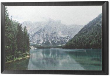 Obraz v Rámu Jezero Braies se zelenou vodou a hory s trees__