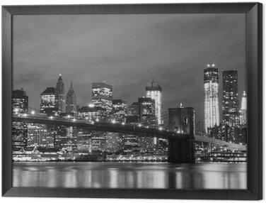 Obraz w Ramie Brooklyn Bridge i Manhattan Skyline w nocy, New York City