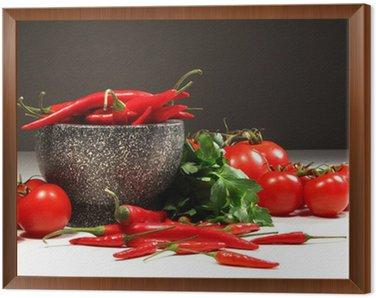 Obraz w Ramie Czerwona papryka i pomidory w misce na ciemnym granitem