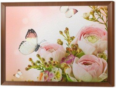 Delikatny bukiet z różowych róż i motyli