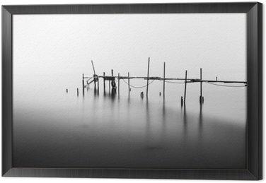 Obraz w Ramie Długa ekspozycja o zniszczonej Molo w środku Sea.Processed w B