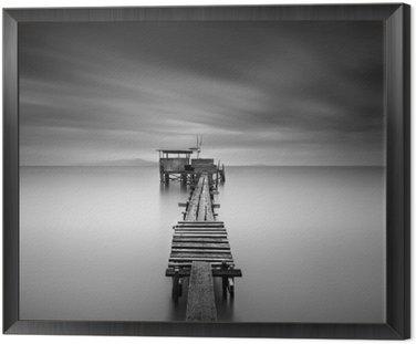 Obraz w Ramie Dzieła sztuki obraz drewniane molo rybackiego na plaży w czerni i white.Long ekspozycji strzał z motion blur.