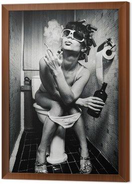 Obraz w Ramie Dziewczyna siedzi w toalecie