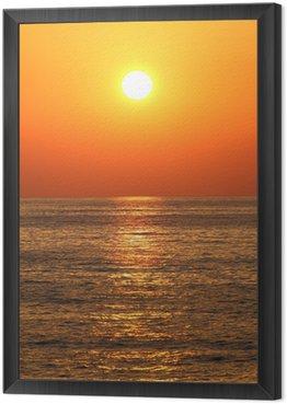 Obraz w Ramie Głęboki kolor pomarańczowy zachód słońca na plaży