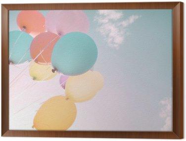 Obraz w Ramie Kolorowe balony w letnich wakacji. Pastel filtr kolorów