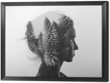 Obraz w Ramie Kreacja podwójna ekspozycja z Portret młodej dziewczyny i kwiaty, monochromatyczny