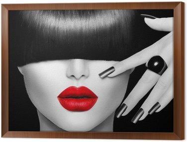 Obraz w Ramie Modelka dziewczyna z modnych fryzur, makijażu i manicure