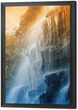 Obraz w Ramie Niesamowity wodospad w rezerwacie przyrody na zachodzie słońca