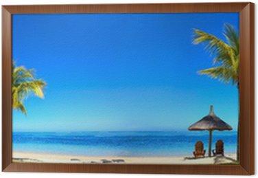 Obraz w Ramie Panorama tropikalnych plaża z krzesła i parasole