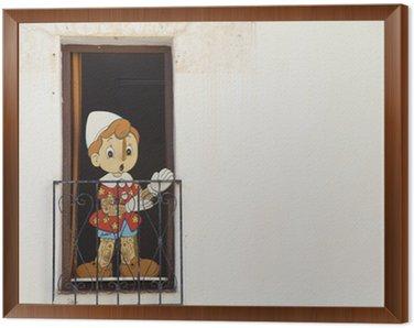 Piękna drewniana lalka