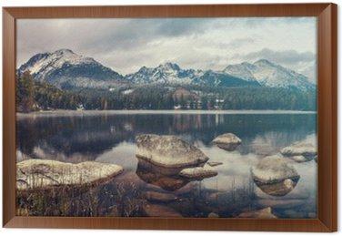 Obraz w Ramie Piękna jesień rano nad górskie jezioro Szczyrbskie Pleso, kolory retro, vintage