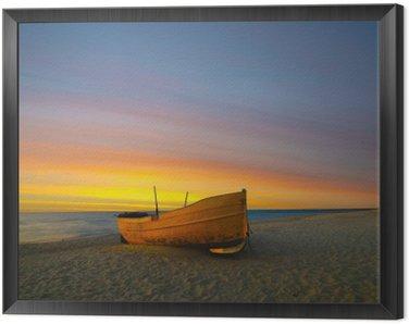 Obraz w Ramie Pomarańczowa łódź rybacka na plazy o zachodzie słońca