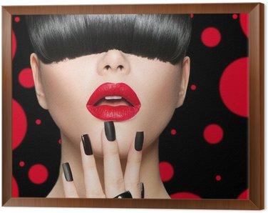Obraz w Ramie Portret dziewczyny z modelu Fryzura, makijaż Trendy i manicure