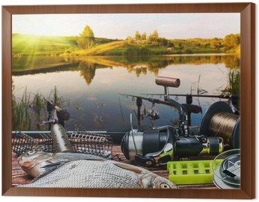 Obraz w Ramie Sprzęt wędkarski i złowione ryby na stole